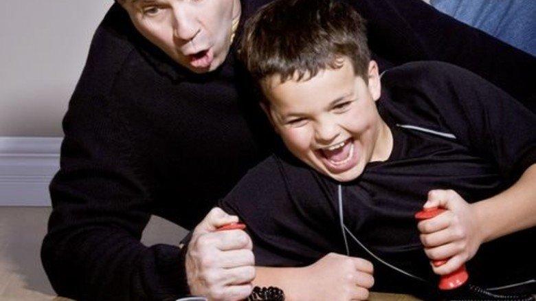 Papa und Sohn: Gut, dass die nicht übers Geld reden! Foto: Panthermedia