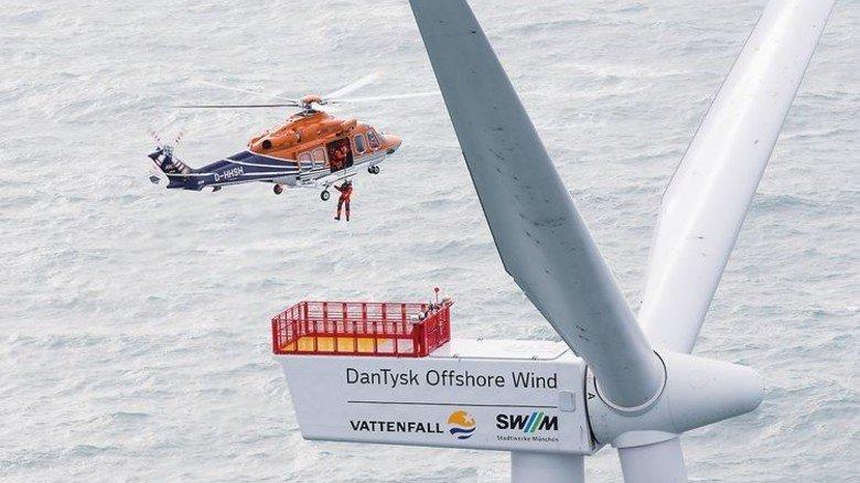 Techniker im Anflug: Gewartet wird vorbeugend, damit die Turbine stets läuft. Foto: Vattenfall