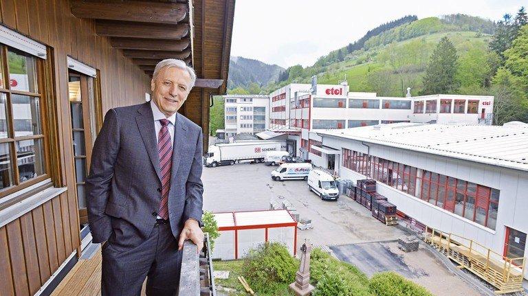 Großer Wurf: Hanspeter Söllner-Tripp vor der etol-Produktionserweiterung.