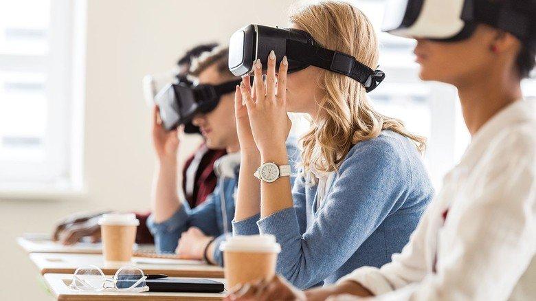 Digitales Lernen mit Datenbrille: Auch bei den Unterrichtsmethoden ergeben sich neue Möglichkeiten.