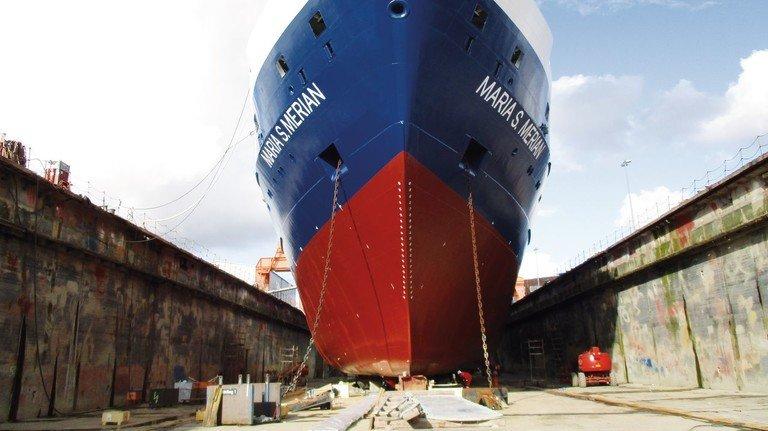"""Zum Schiffs-TÜV in Emden: Das 15 Jahre alte Forschungsschiff """"Maria S. Merian"""" wurde bei EWD gründlich geprüft und überholt."""