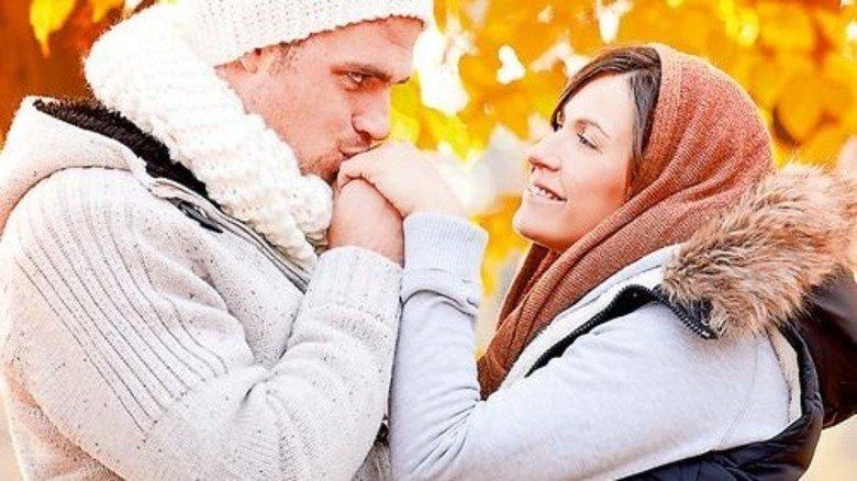 Schmatz: In Polen ist der Handkuss noch en vogue. Er wird nicht gehaucht. Sondern echt geküsst! Foto: Fotolia