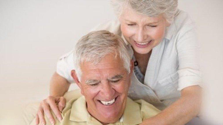 Im Alter sorglos leben: Mit einer zusätzlichen Betriebsrente geht das leichter. Foto: Mauritius