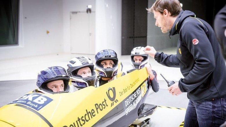 Startklar: Chefrainer René Spies mit dem Vierer von Johannes Lochner (vorne). Foto: Werk