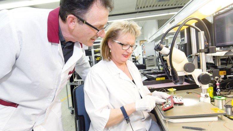 Teamarbeit: Reschl ist immer in Kontakt mit den Kollegen der Produktion. Foto: Mierendorf