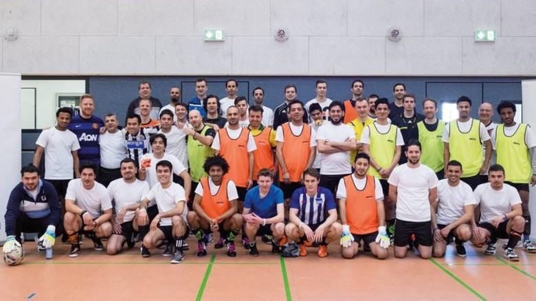 Vor dem Match: Die Turnier-Teilnehmer trafen sich in der Halle der Evangelischen Stiftung Alsterdorf. Foto: Werk