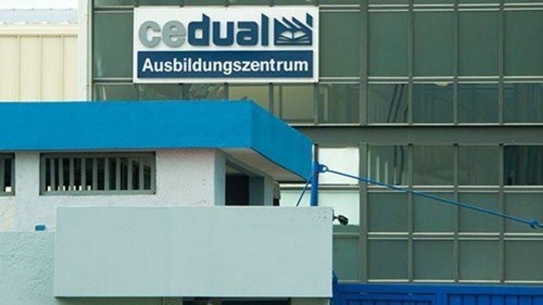 Nüchtern: Die Fassade des Ausbildungszentrums. Foto: Straßmeier