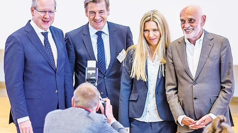 Im Fokus: Hannovers Oberbürgermeister Stefan Schostok, Dr. Volker Schmidt, Tina Voß und Martin Kind (von links). Foto: Herzig