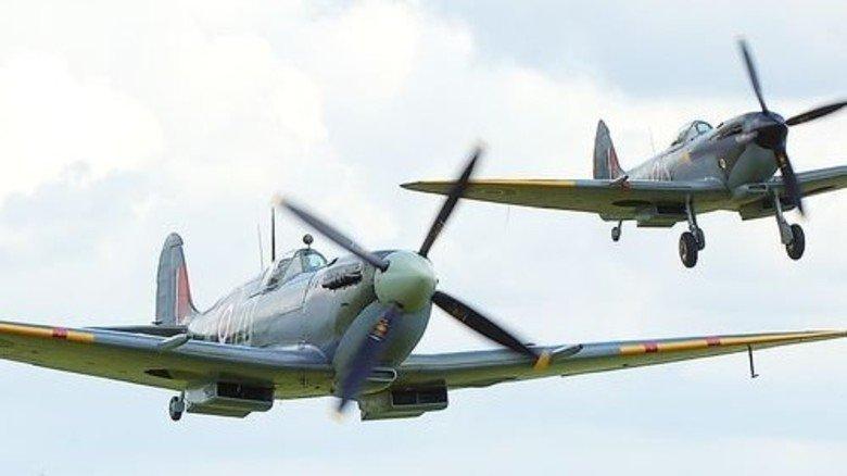 … als auch historische Spitfires an. Foto: Werk