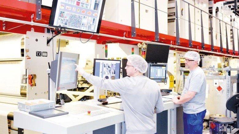 Prunkstück: In diese Elf-Farbendruckmaschine investierte die Firma über 4 Millionen Euro. Foto: Scheffler