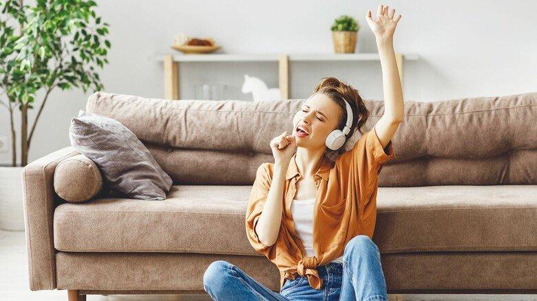 Gemeinschaftserlebnis im Lockdown: Wer Lust hat, mit anderen zu singen, kann das auch zu Hause am Computer tun – bei Singtreffs im Internet.