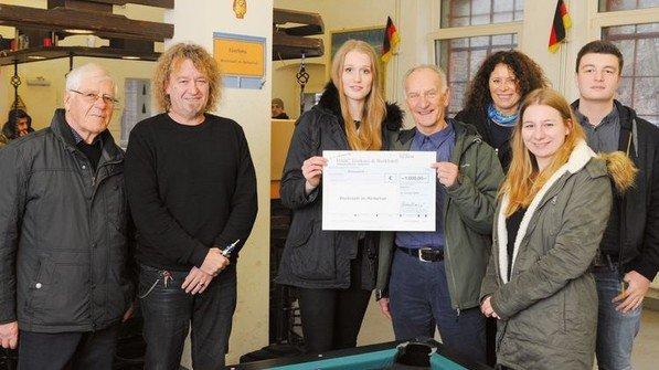 Spendenübergabe bei Durable: Ingesamt 3.870 Euro gingen an soziale Einrichtungen. Foto: Werk