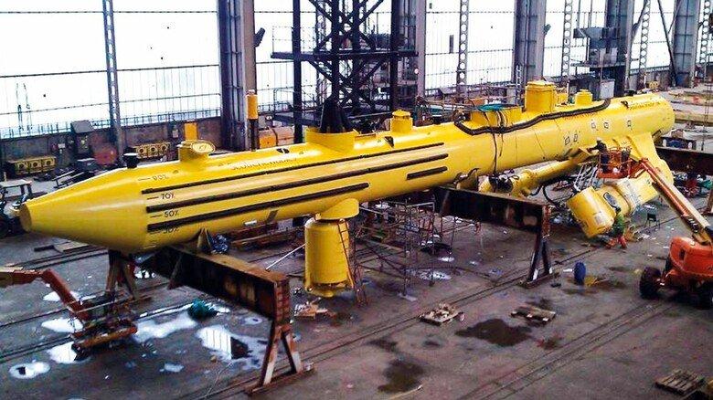 Riesen-Zigarre: Der Schwimmkörper der ungewöhnlichen Konstruktion von Orbital Marine Power, hier noch ohne Rotoren, ist 72 Meter lang.