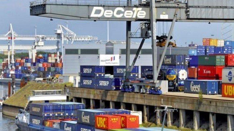 Hafen Duisburg: Hier werden im Jahr 3,4 Millionen Container umgeschlagen. Foto: dpa