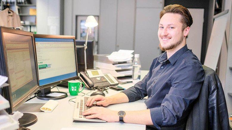 Spannende Aufgaben: Christian Salatov (21) lernt Groß- und Außenhandelskaufmann  bei Jäger in Hannover.