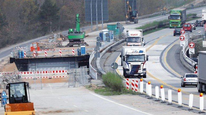 Straßenbau: Da gibt's noch viel zu tun. Foto: dpa