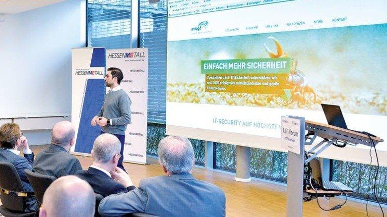 Tipps vom Profi: Hacker Alexander Dörsam plaudert aus dem Nähkästchen der Cyber-Attacken. Foto: Scheffler