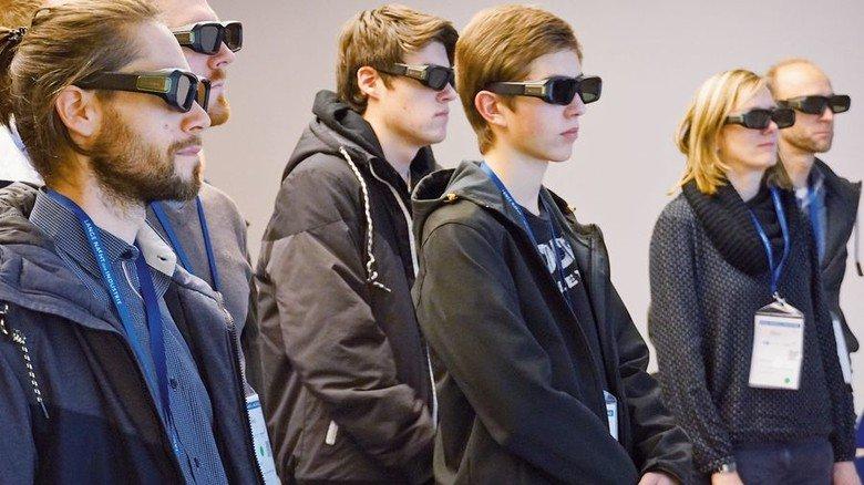 3-D-Einblicke: Gäste bei Thyssenkrupp System Engineering in Bremen. Foto: Thyssenkrupp System Engineering