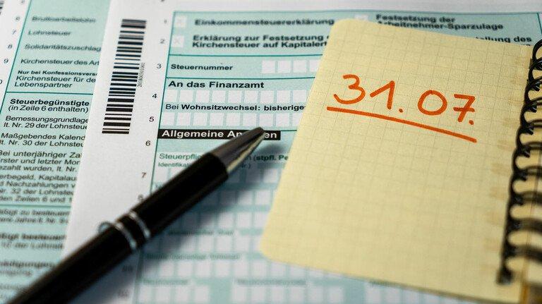 Die Zeit läuft ab: Bald muss die Steuererklärung abgegeben werden. Ein wichtiger Bestandteil der Erklärung sind Werbungskosten.