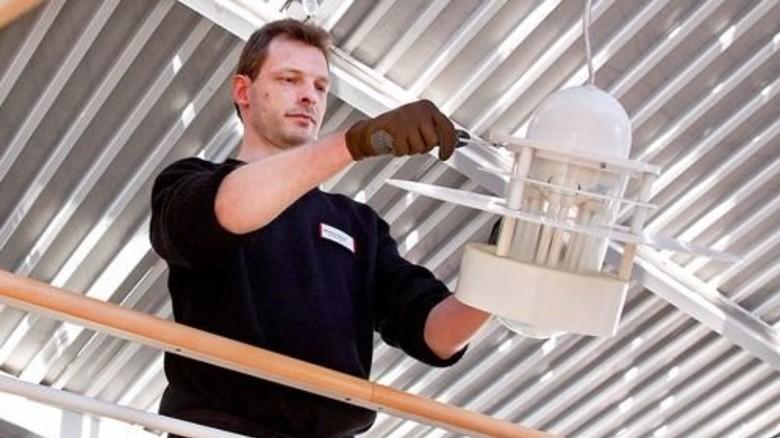 Wieder gefragt: Jetzt ist Bosch Hausmeister in einem Pflegeheim und stolz auf seinen Job. Foto: Eppler
