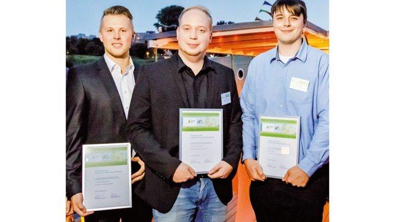 Einser-Absolventen der Kautschuktechnik: Christoph Mussauer, Sebastian Wünschel und Tobias Veit (von links) waren die Jahrgangsbesten an der Fachschule in Gelnhausen. Foto: Jacquemin
