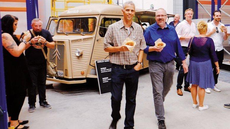 Mitarbeiterfest: Wo bei der Feier von Leda noch der Foodtruck steht, werden künftig Gussteile für die Produktion bereitgestellt. Foto: Leda