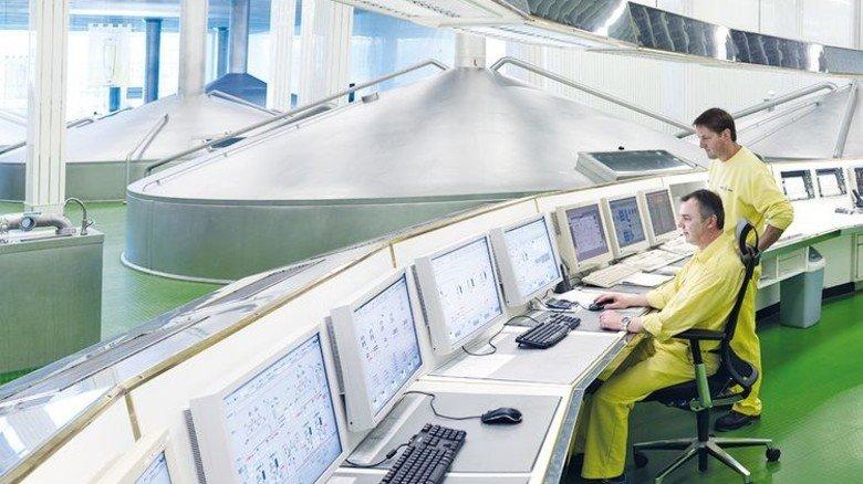 Alles im Blick: Steuerung von Anlagen in der Getränke-Industrie. Foto: Proleit