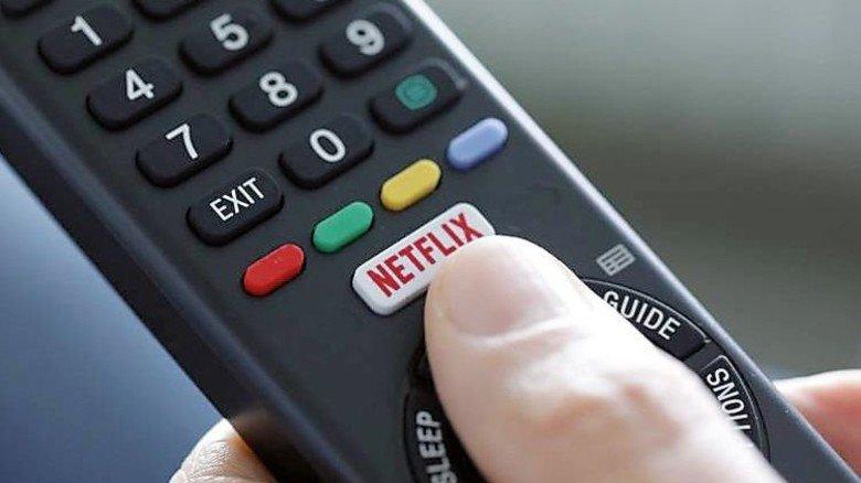 Populär: In immer mehr Haushalten hat Netflix einen Stammplatz auf der Fernbedienung. Foto: IMAGO