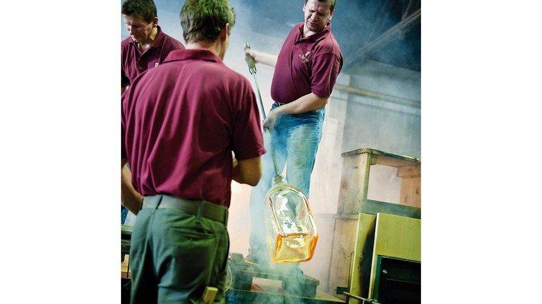 Handwerk mit Tradition: Produktion bei Poschinger. Foto: Glasmanufaktur Poschinger