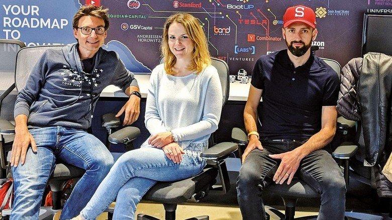 Im Land der digitalen Unternehmen: Die Mitarbeiter Dennis Erdmann, Silvia Oster und Darko Halapa (von links). Foto: privat