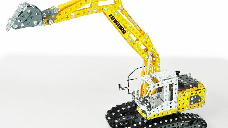 Detailgetreu: Der Liebherr-Raupenbagger im Maßstab 1:25 hat eine Schaufel, die sich bewegt, einen voll funktionierenden Kranarm und einer Kabine, die sich um 360Grad drehen lässt.