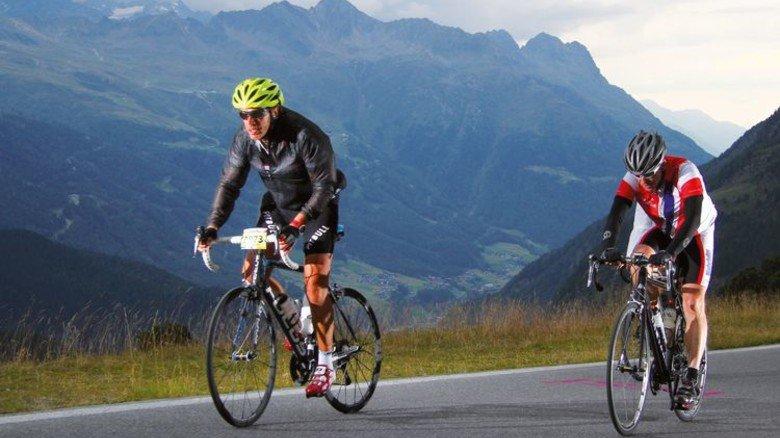 In den Alpen: Manager Schlemper beim Ötztaler Rad-Marathon. Foto: Sportograf