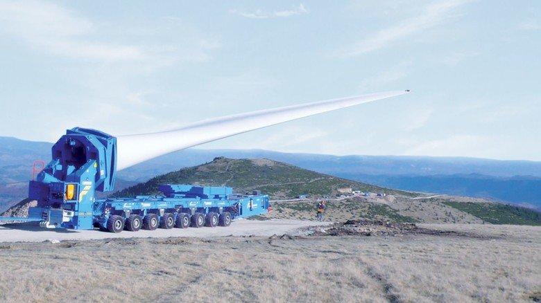 Innovation: Scheuerle hat etwa Spezialtransporter für die Rotorblätter von Windkraftanlagen entwickelt.