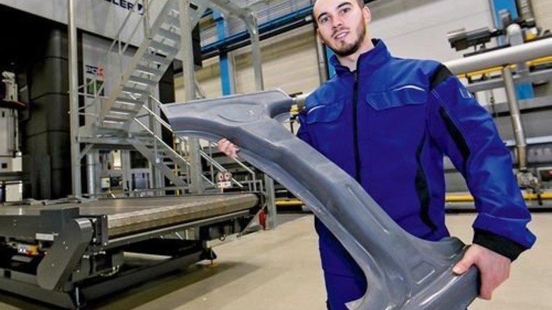 Leicht und hart: Teile für die Autokarosserie werden hier nach einem neuen Verfahren gepresst. Foto: Mierendorf
