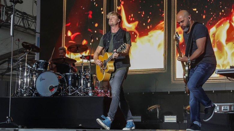 """Stargäste: Die finnische Band """"Sunrise Avenue"""" (bekannt durch """"Hollywood Hills"""") heizte dem Publikum auf der IdeenExpo ein."""