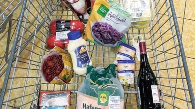 Alles drin: Ruck, zuck ist das Komplettmenü im Einkaufswagen. Foto: Roth