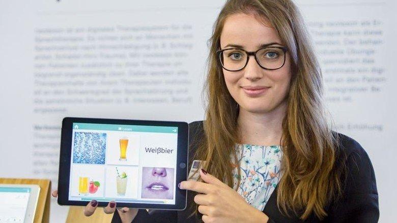 Neolexon, ein Start-up aus München, hat ein Sprachtraining per Tablet für zu Hause entwickelt. Es hilft Patienten nach Schlaganfall oder Schädel-Hirn-Trauma, wieder lesen und sprechen zu lernen, auch unabhängig von der Therapie-Sitzung. Foto: Schulz