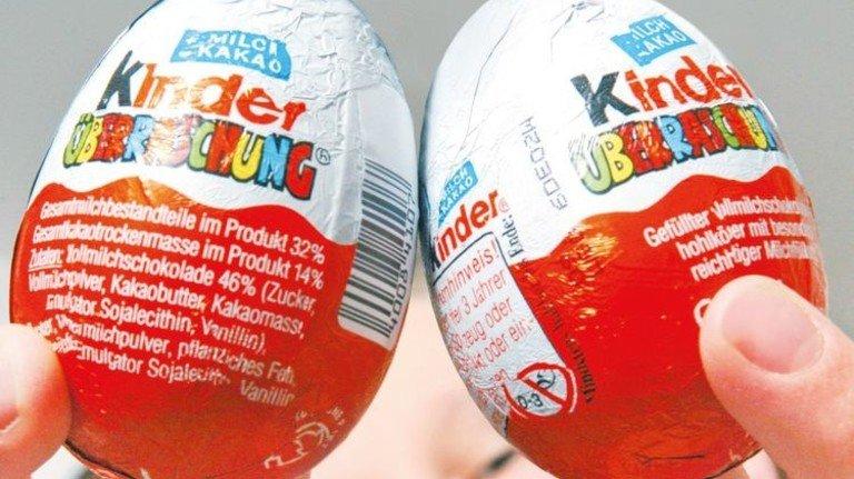 Schoki und Spielzeug: Seit 46 Jahren sind die Überraschungseier begehrt bei Kindern und Sammlern. Foto: dpa