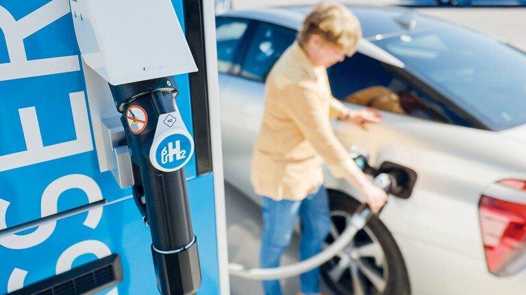Wasserstofftankstelle in Herten (Ruhrgebiet): Bis zum Jahr 2030 sollen allein in Nordrhein-Westfalen 200 solcher Stationen zur Verfügung stehen. Derzeit sind es 15.