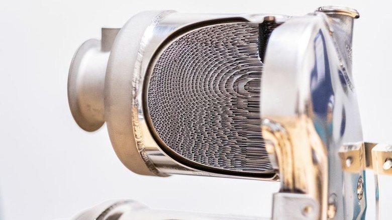 Filigranes Innenleben: In den Katalysatoren für Motorrad, Pkw und Lkw (von links) stecken zwischen 150 und 7000 Gramm Metallfolie. Foto: Roth