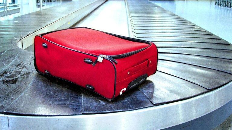 Einfach aber effektiv: Ein auffälliger Koffer ist bei Verlust gut zu beschreiben.