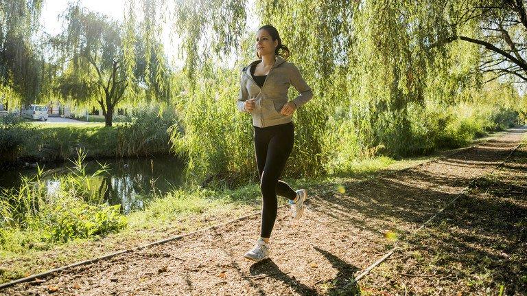 Laufen an der frischen Luft:  Das bringt nach den Wintermonaten den Körper wieder in Schwung.