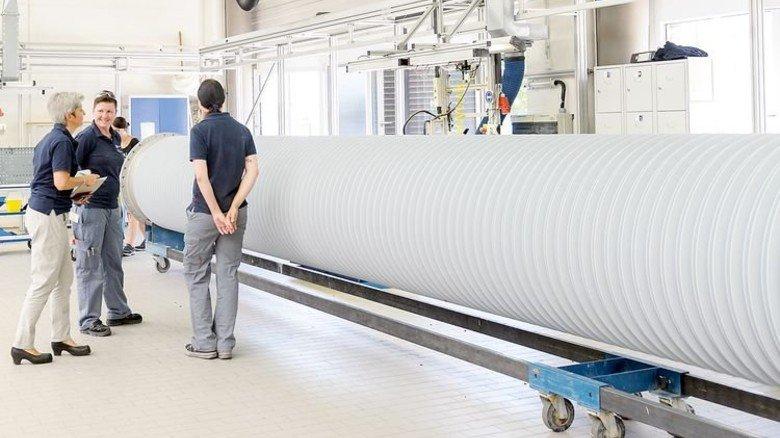 Voller Energie: Bei Reinhausen Power Composite entstehen Isolatoren für Hochspannungsanlagen. Foto: Werk