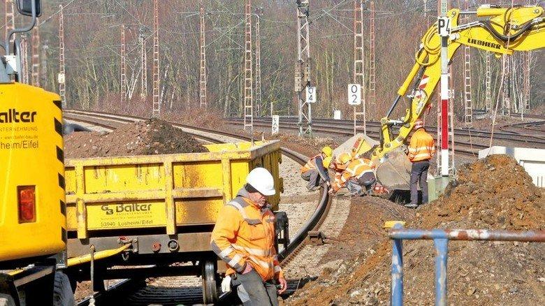 Bauarbeiten zwischen Düsseldorf und Duisburg: Endlich investiert die Bahn mehr in ihr Netz. Foto: dpa