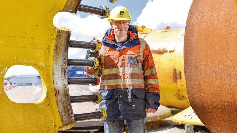 Hammer-Experte: Menck-Ingenieur Ulf Schmidt im Hamburger Hafengelände.