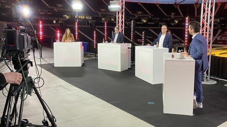 """Live aus dem Frankfurter Stadion: Podiumsdiskussion der Veranstaltungsreihe """"#EintrachtDigital"""" statt Fußballspiel."""