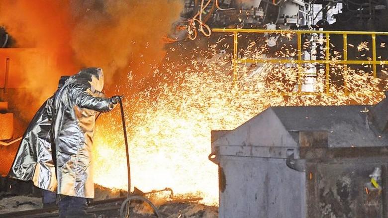 Feuerwerk: Abstich am Hochofen 5A bei ArcelorMittal in Eisenhüttenstadt. Foto: Werk
