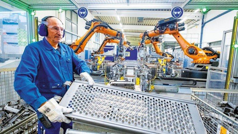 Gerüste von Junior: Alfonso Cirillo arbeitet Hand in Hand mit den Robotern.