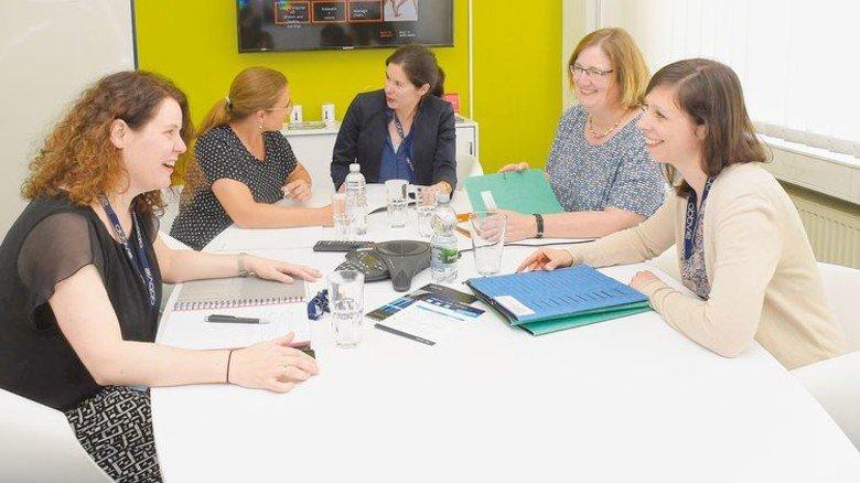 Rege Diskussion: Der Austausch in Meetings oder Planungsrunden ist ein Kernpunkt der Personalarbeit. Foto: Sandro