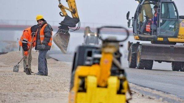 Straßenbau: Mit EU-Geld wird die Infrastruktur aufgemöbelt. Bislang flossen über 100 Milliarden Euro. Foto: PAP